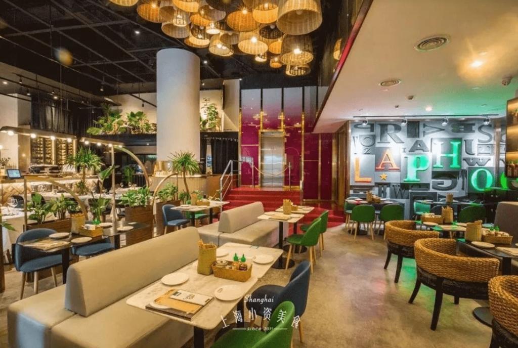 越南美食餐廳室內裝潢繽紛